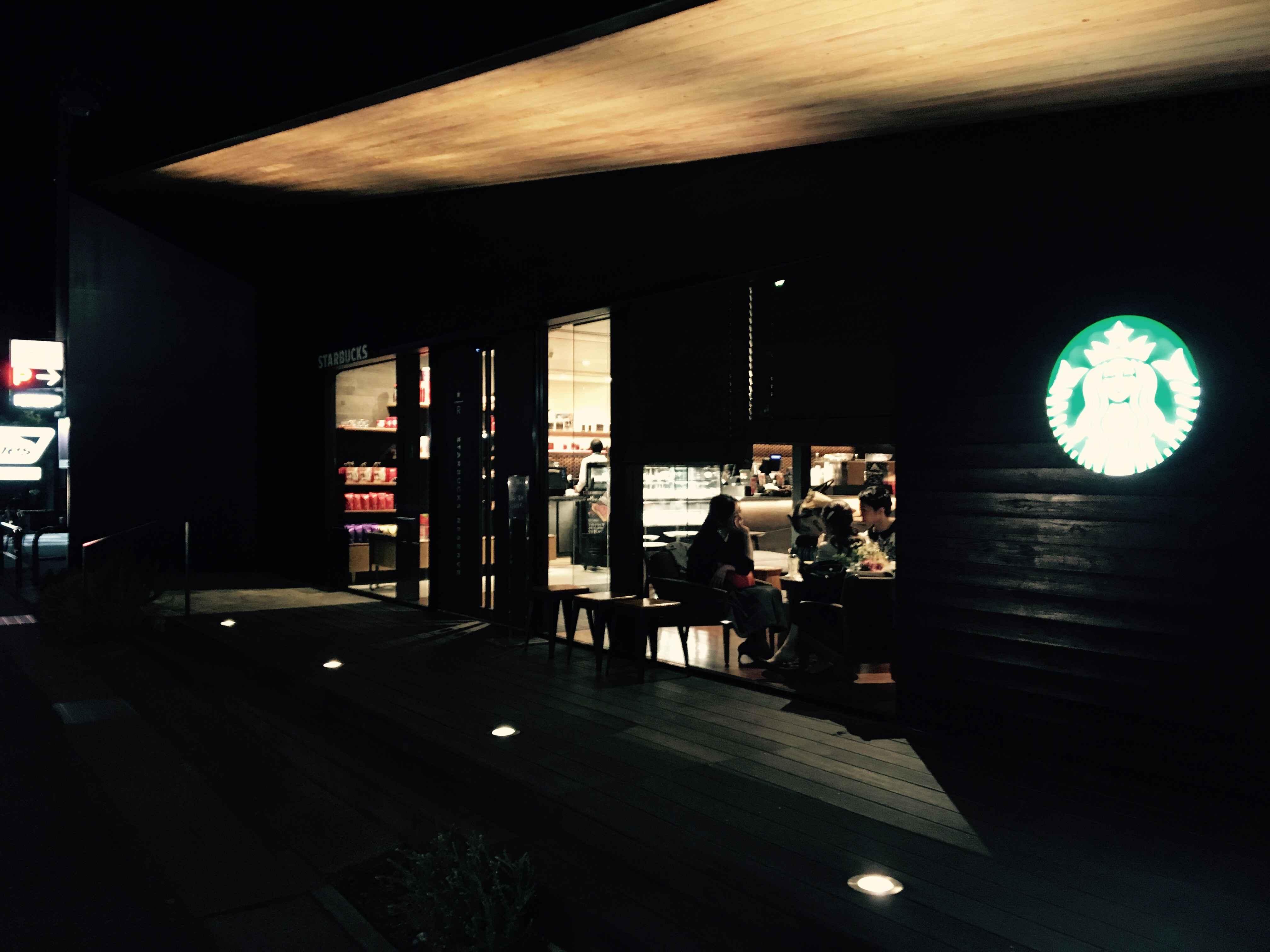 【鎌倉】スタバ好き必見!鮮烈なテラス席を有する『STARBACKS鎌倉御成町店』