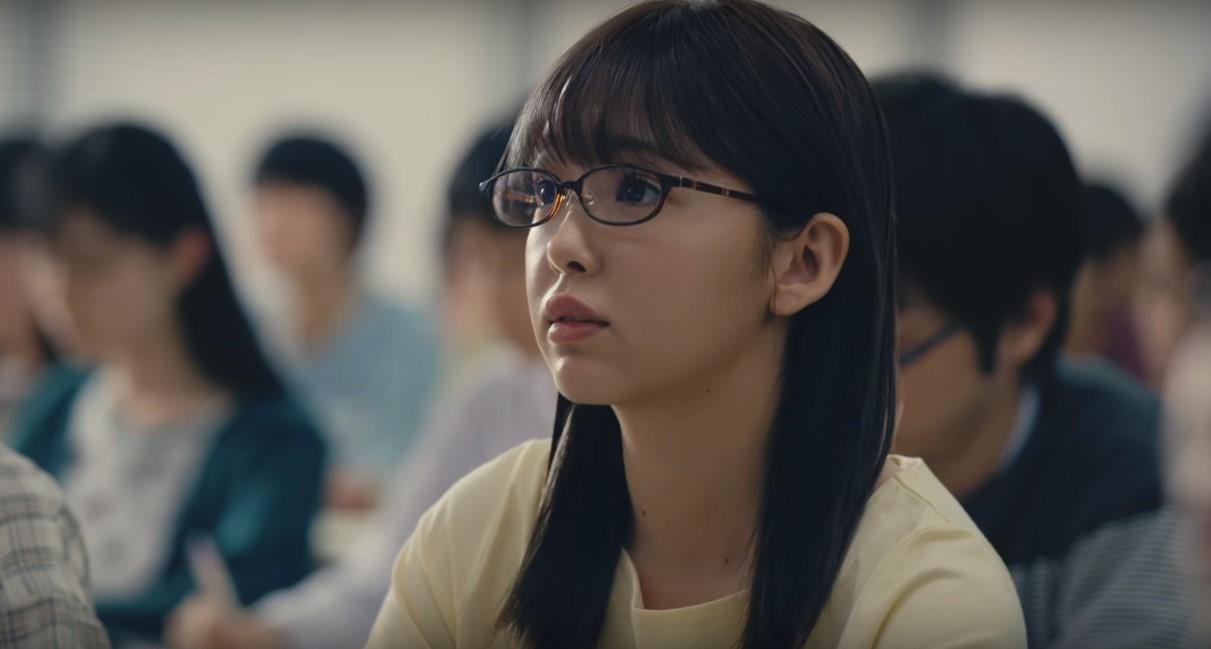 タウンワークCMのメガネ女優は誰?松本人志と共演する垂れ目の女の子がかわいい!