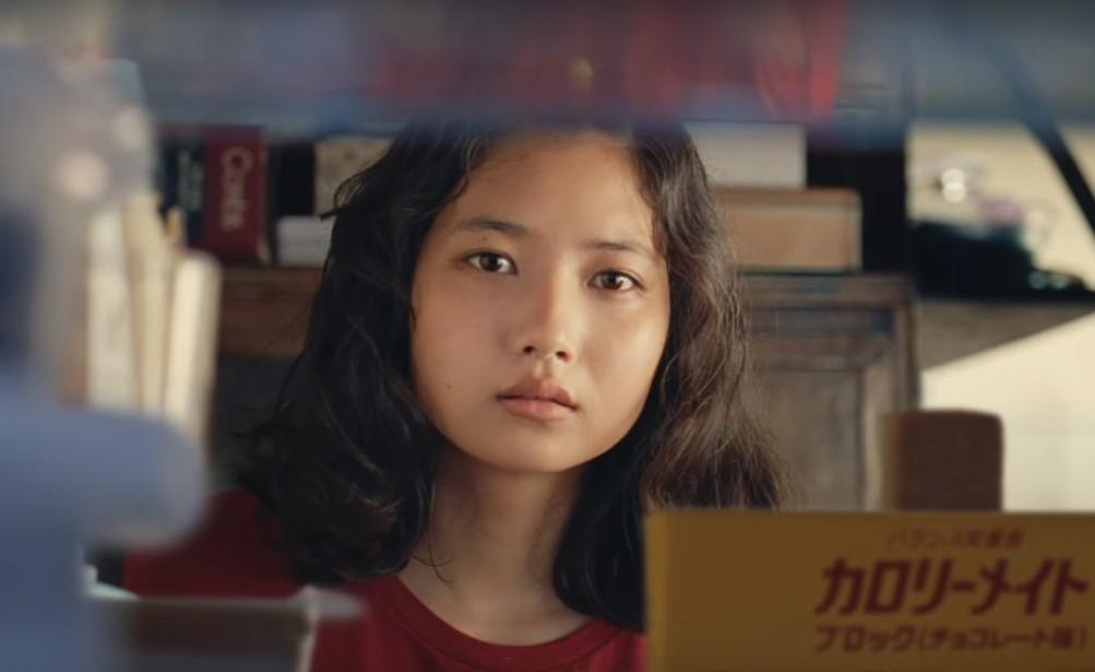カロリーメイトゼリーCMの女優は誰?冷蔵庫を開ける赤Tシャツの女の子がかわいい!