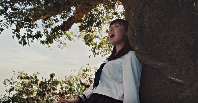 コイケヤ(プライドポテト)CMの女子高生は誰?船上の木で歌う2人の女性が凄すぎる!