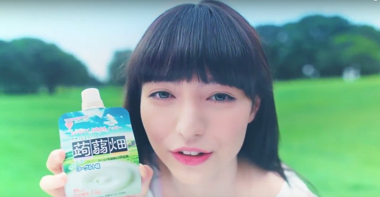 蒟蒻畑ヨーグルト味CMの女優は誰?白いワンピースの女性がかわいい!