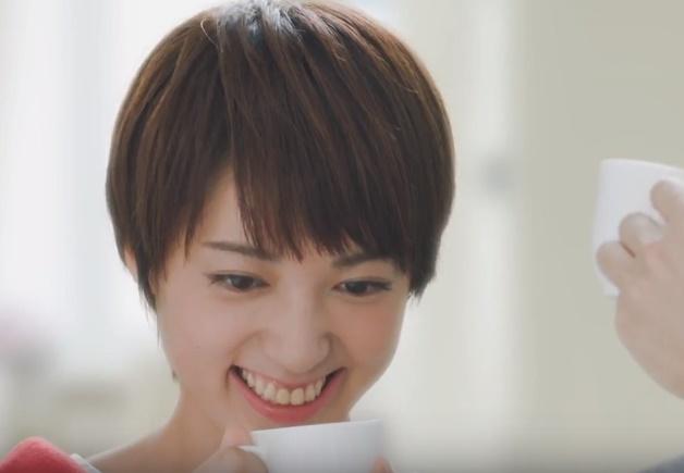 ドリップオンCMの女性は誰?コーヒーを淹れるショートカットの女の子がかわいい!