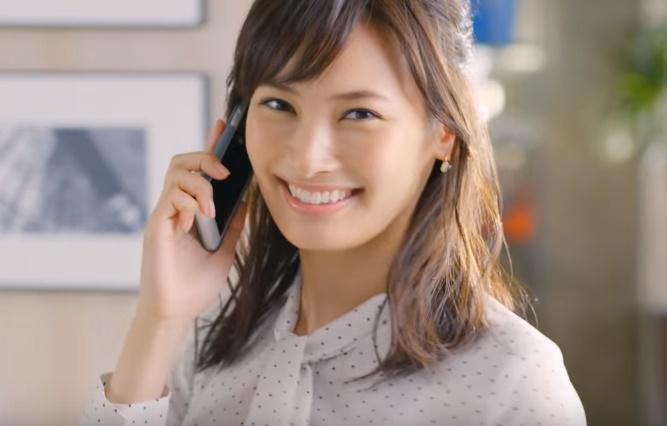 アオキ(はたラク服)CMの女性モデルは誰?蛯原友里と共演する女の子がかわいい!