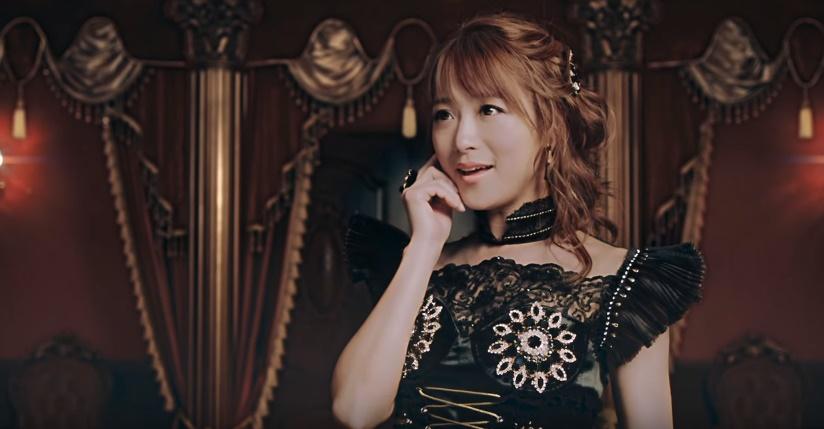 羽根つき餃子CMの女性は誰?黒ドレスを着て餅つきする女優をチェック!