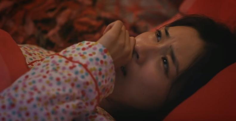 アネトンせき止めCMの女性は誰?眠れないパジャマ姿の女の子をチェック!