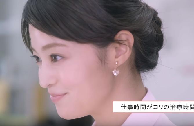 コリコランCMの女性は誰?肩コリOL(女子社員)役の女の子がかわいい!
