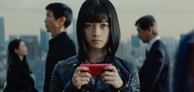 崩壊サード(3rd)CMの女性は誰?スマホゲームをプレイする女の子がかわいい!