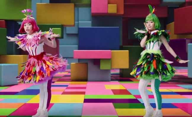 ケーブルテレビCMの女性は誰?ダンスを踊るカラフルな女の子2人が気になる!