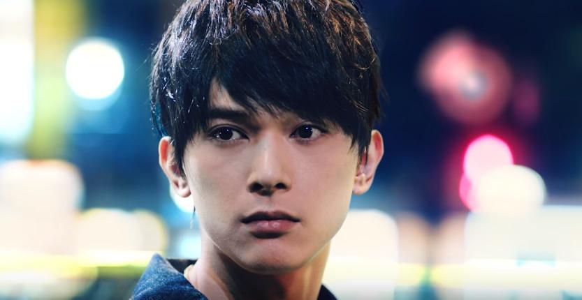 レイゼロCMの俳優は誰?未来の渋谷に立つ男性が超絶イケメン!