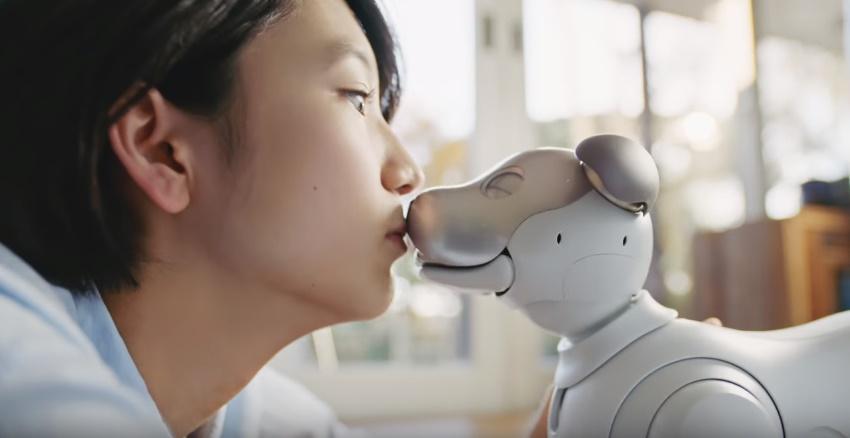アイボCMの女優は誰?aiboとキスをする昼寝女の子がかわいい!