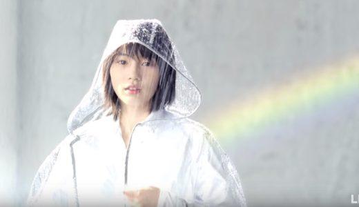 LINEモバイルCMの女性は誰?雨にうたれるカッパ姿の女の子がかわいい!